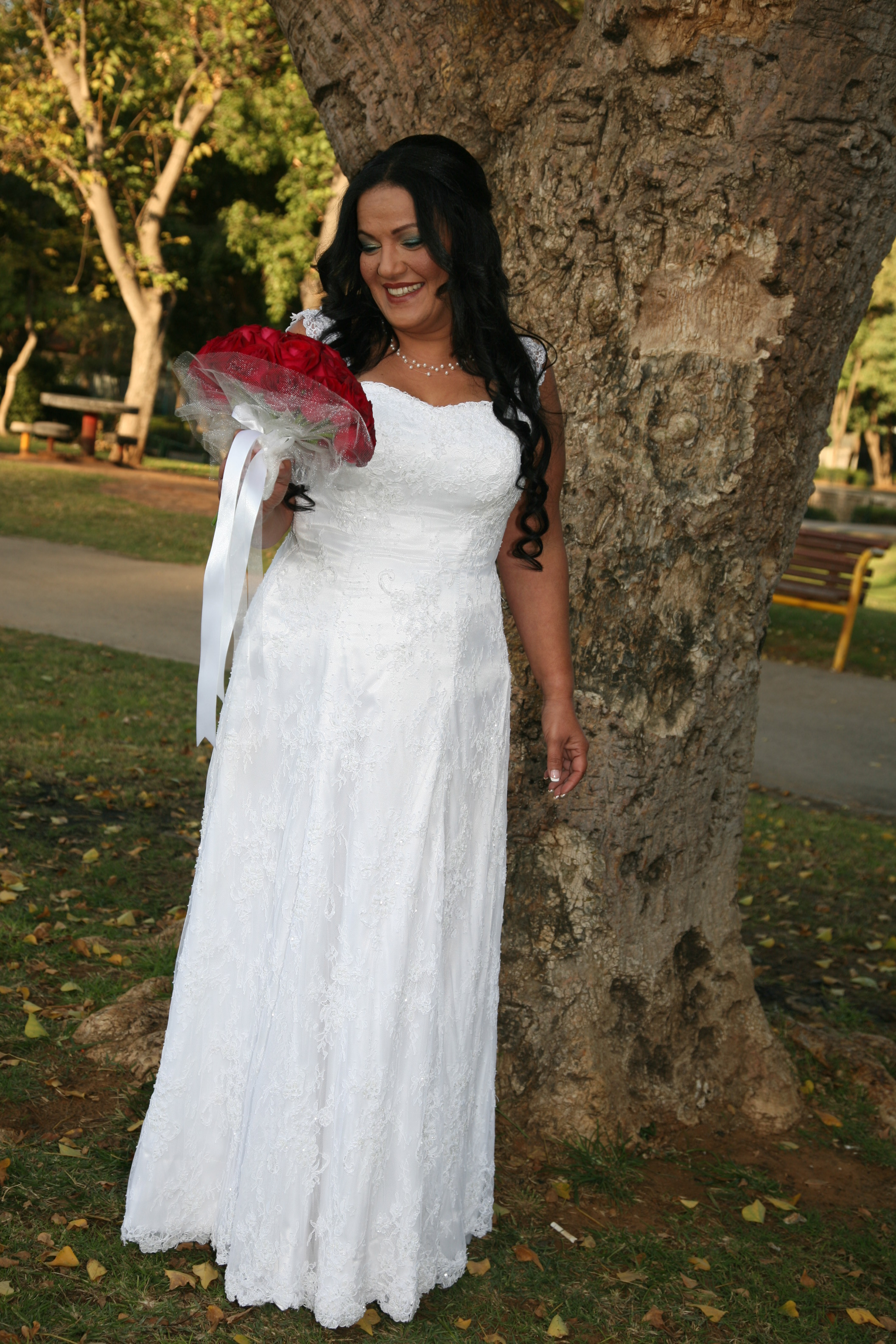 מתחתנות - שמלת כלה