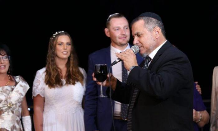 טקס ישראלי: קצר קליל ושמח.
