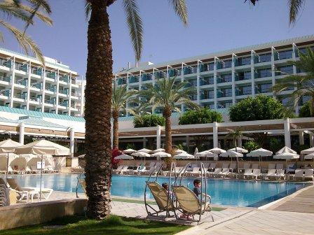 ישרוטל  - מלון ים סוף (אמבסדור לשעבר)