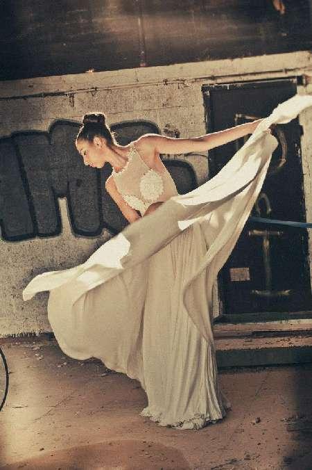פיבי-מעצבת שמלות כלה וערב