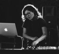 די ג׳יי חן ינוביץ - תקליטנית