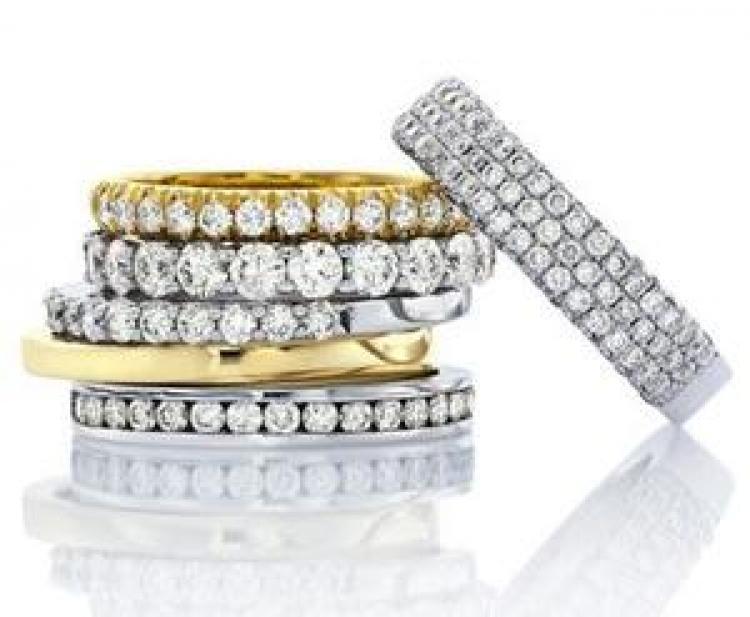 תכשיטים משובצים יהלומים