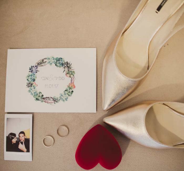 אישורי הגעה לחתונה - מה לעשות כשאורחים לא מודיעים אם הם מגיעים