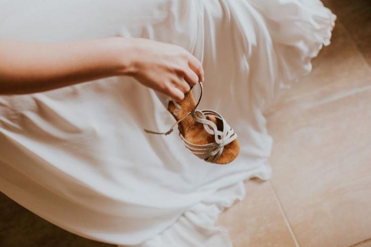 להינעל על הזוג המושלם: המדריך לבחירת נעלי הכלה המושלמות