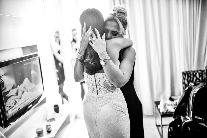 גם המפגש הראשון עם אמא שלך ביום החתונה עצמו מרגש לא פחות