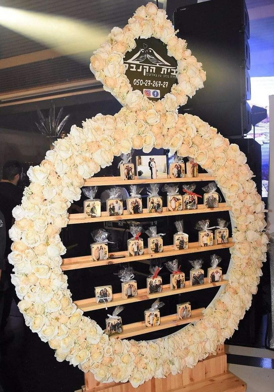 עמדת מתנות לאורחים בחתונה