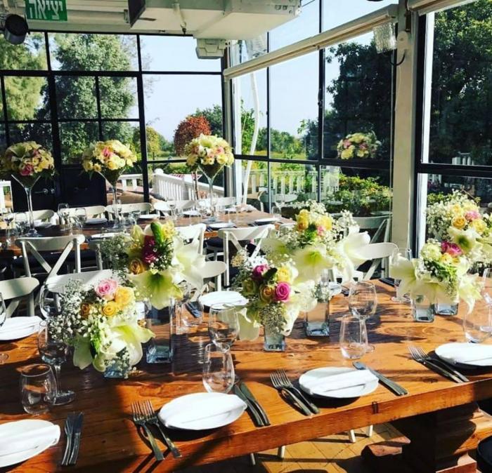 אולמות וגני אירועים - מי הן הכלות שמחפשות מקומות לחתונה קטנה?