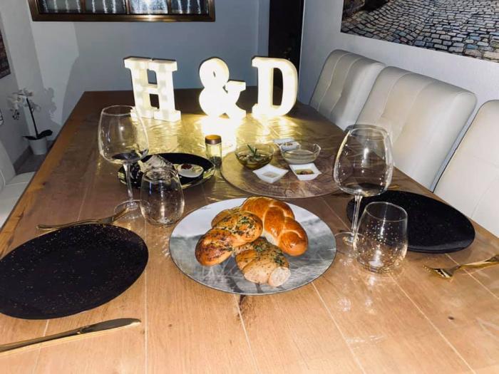ארוחה רומנטית בבית