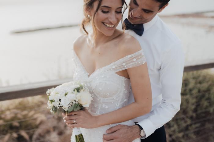 זר לבן וחתן לבן :) יש יפה יותר מזה?
