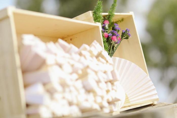 מתנה וגם אטרקציה מושלמת לאורחים, במיוחד בקיץ - מניפות לבנות