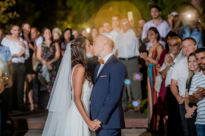 צילום וידאו וסטילס - צילומי הנשיקות שאתם חייבים  באלבום חתונה שלכם