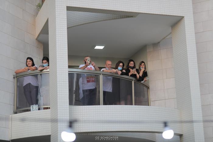 אורחים במרפסות