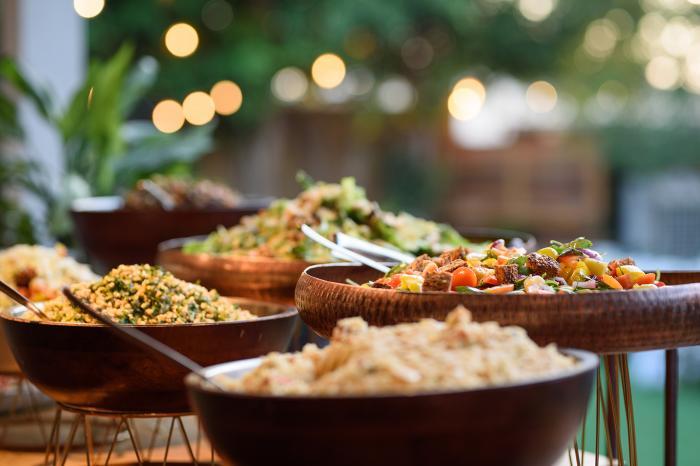 הפקה וניהול אירועים - היא כיפית, קלילה, שיקית ושונה: אלה היתרונות הבולטים של חתונת צהריים