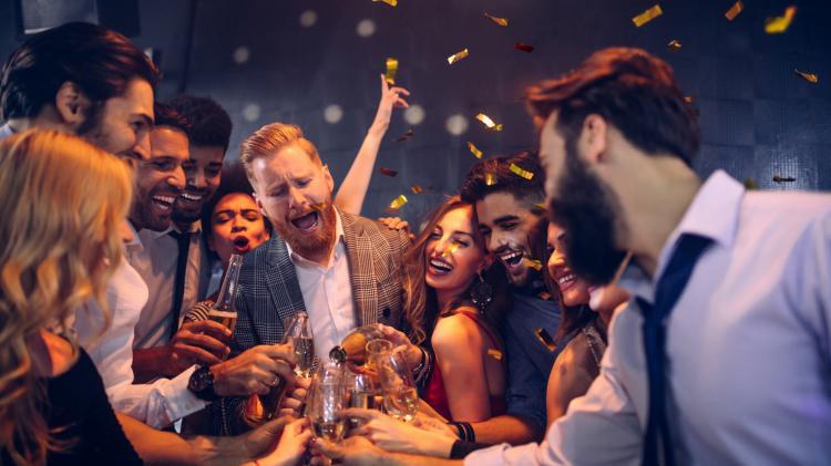 מיין יצא סוד: כל הסודות על בר האלכוהול בחתונה שלכם